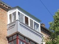 Балкон с крышей из профнастила.